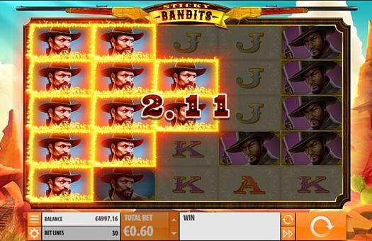 Призовая комбинация на линии в игровом автомате Sticky Bandits